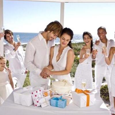 Подарок на свадьбу. Что подарить молодоженам на свадьбу?>