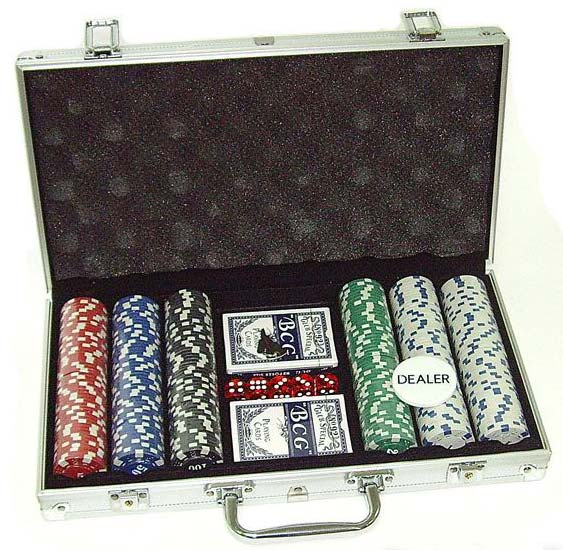 Покер в кейсе на 300 фишек